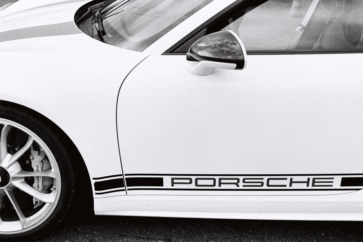 porsche-911r-black-and-white
